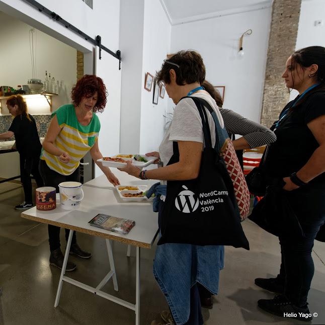 Foto de Helio Yago: Recogiendo la comida.