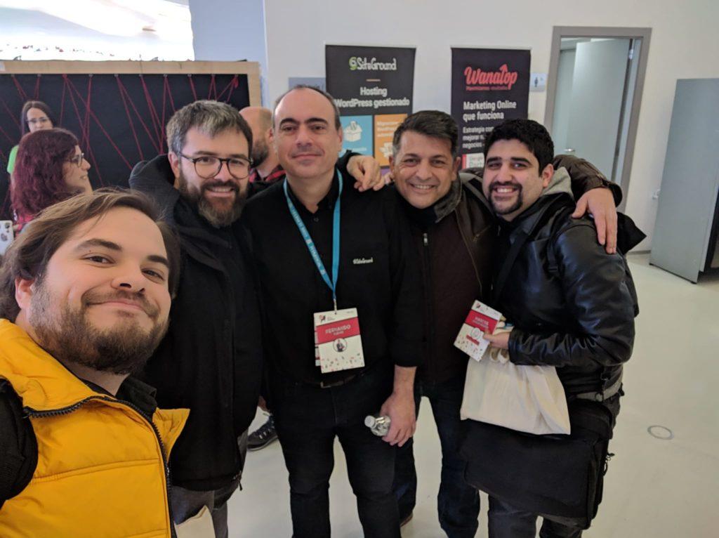 Vicent, haciendo un selfiel con Ricardo Vilar, Fernando Puente, y nuestros compañeros de Estudio Inclusivo (Javier y Marcos)